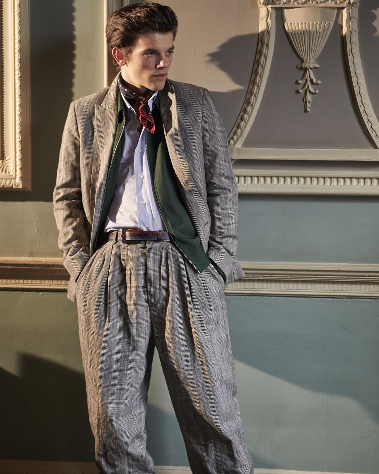 Suit JOSEPH, Jacket & Shirt KENT & CURWEN, Neckerchief BROOKS BROTHERS, Belt BERLUTI.